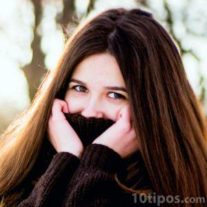Fotografía de mujer con suerte marron