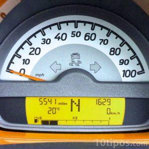Velocímetro de un automóvil